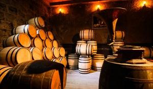 Khu Hầm Rượu